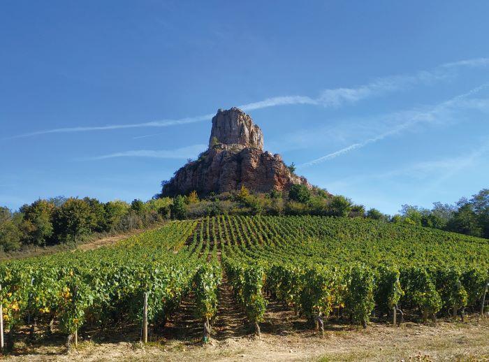 The Solutré Rock (Photo Dominika Michot, Bourgogne-Franche-Comté Tourisme