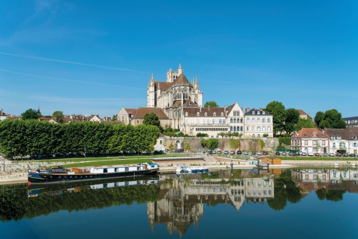 Exploring by boat is a great way to see the sights such as here at Auxerre (Photo Alain Doire, Bourgogne-Franche-Comté Tourisme