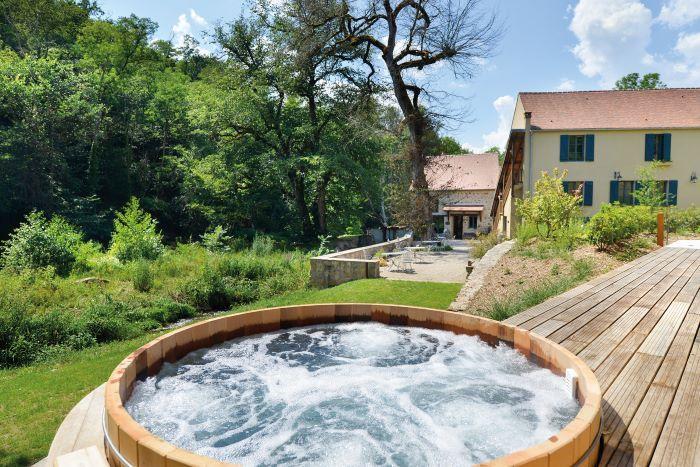Let your cares float away at Moulin des Templiers in Pontaubert (Photo Moulin des Templiers