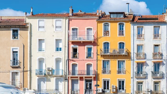 The colourful houses in Sète